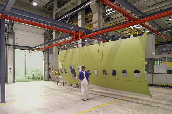 KBK hängtravers i arbete med sida av flygplan