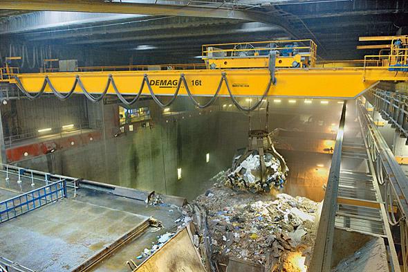 Helautomatiserad 11 tons processkran för in- och utlastning