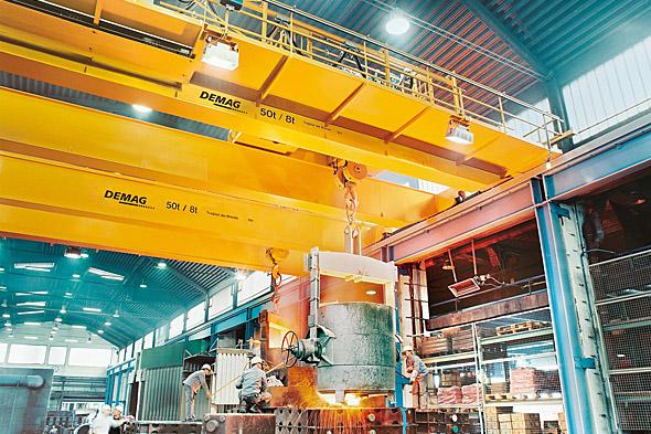 Processkranar för stålframställning i arbete