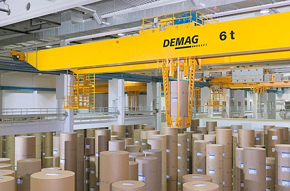 Processkran för pappersindustrin i arbete