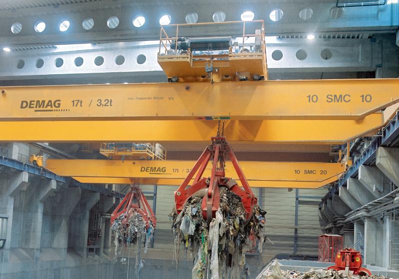 Processkranar för bulkgods och återvinning i arbete